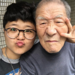 「人人愛妳,爺爺更愛妳…」孫女記錄與95歲失智爺最真互動,影片感動數十萬人