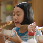 「我家小孩太過動、吃飯太快」擔心孩子前,親子作家建議父母,從改寫負面標籤開始