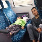 誰說世上只有媽媽好?補教名師火車上隨手一張照片,意外讓萬名網友鼻酸了…
