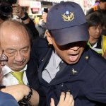 柯建銘遭勞團壓制、勒脖 民進黨團嚴厲譴責:台灣民主倒退