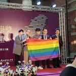 台灣文學獎頒獎 彩虹旗躍上領獎台