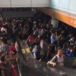 北捷文湖線又異常 沿線車站人滿為患 民眾:是在跨年嗎?