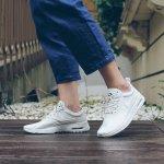 買慢跑鞋,氣墊越厚越保險?研究打破迷思:穿沒氣墊的薄底鞋更護腳!
