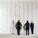 安倍訪珍珠港》向二戰陣亡美軍獻花 日相強調和解寬容,未提道歉
