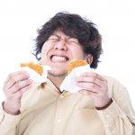 吃完大餐後,胃部絞痛是正常現象?外科醫師:台灣每10個人就有1個有膽結石