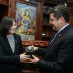 蔡英文23小時旋風訪宏都拉斯 宏國總統:妳是我們最喜愛的女兒