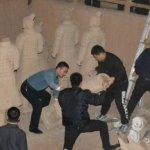 整治景區亂象 中國西安銷毀「山寨兵馬俑」