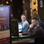 德州撲克「人機大戰」猜猜看是電腦贏還是人腦贏?