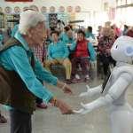 機器人好溫馨!屏縣「Pepper」照護長輩 逗趣互動超貼心