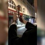劍橋學生燒紙幣嘲笑流浪漢遭社團開除