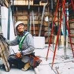 引進外勞,真會害年輕人沒工作?工地監工痛訴:台灣人不能幹的,他們全扛下了…