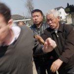 北京兩會:BBC記者採訪遭暴打 被迫簽下「認罪書」
