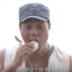 有片》咬一口包子隨手一丟,包子就爆炸了!中國抗日神劇橋段震撼13億人