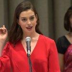 爸爸們也該有帶薪產假!安海瑟薇聯合國感性演講 「要解放女性,男性也必須自由。」