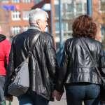 愛在瘟疫蔓延時》太浪漫!封國也無法阻止的跨國黃昏戀曲 8旬情侶每日相約德國丹麥邊境