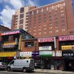 他含淚揮別故鄉來到紐約開台菜餐廳,短短4年間讓「小台北」充滿懷舊的台灣人情味