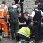 倫敦恐攻案 》熱心議員奮勇急救被刺警察  網友盛讚「英國英雄」