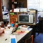 餐桌堆滿雜物、擠得寸步難行,這對70歲老夫婦因為一個問句,決心丟光滿屋垃圾
