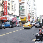 為何台灣人一到放假就想逃離城市?大學教授指出,汽車這樣害慘了我們的生活…