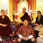 活佛結婚了!第17世噶瑪巴娶了36歲的青梅竹馬