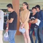 兄弟們挺住!美豔跨性別皇后現身泰國徵兵隊伍 引發役男騷動