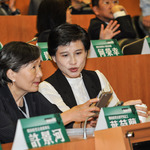 演藝人士頻向中國表態政治立場惹議 鄭麗君:可歸責政府,但不希望歸責個人