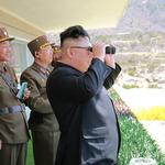 美國與北韓劍拔弩張,金正恩在忙些什麼?主持特戰部隊「空降與打擊大賽」