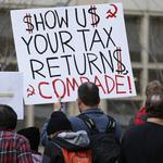 「交出你的報稅單!」美國各地民眾發起遊行   要求川普公佈報稅單