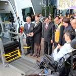 吳鳳獅子會及嘉鳳獅子會結合國際獅友樂捐,嘉義市再添一部復康巴士