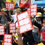 近2000名反年改民眾包圍立院抗議!主辦單位:降雨將到台北車站活動