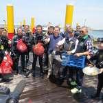 嘉義縣環保局下海撿垃圾 海岸垃圾號召媽祖環保艦隊和環保志工共襄盛舉