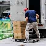 貨運司機不為人知的過勞生活:邊睡邊開車、連續工作72小時是常態