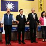 國民黨主席選舉辯論》洪秀柱穿上久違的「換柱袍」,郝龍斌自備手板吸睛