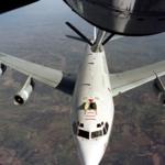 最近距離僅45公尺!解放軍蘇-30在東海上空攔截美軍WC-135核偵察機