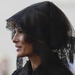 川普出訪》梅蘭妮亞在沙烏地阿拉伯不戴頭巾、在梵蒂岡卻罩黑紗 第一夫人衣著成話題