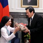 「台灣是我的家!」義大利修女守護貧童半世紀,將拿到身分證