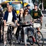 這城市自行車比人還多!騎士通勤塞到爆 市政府架電子看板疏通車潮