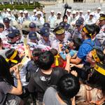「買炸彈炸光榮家」 大觀社區自救會府前抗議:要跟房子同歸於盡