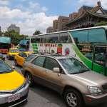 「根本是不讓我們活!」80輛遊覽車桃機抗議 癱瘓交通