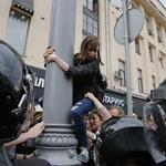 「普京是小偷!」俄羅斯國慶日反政府抗議 萬人上街、近1400人被捕
