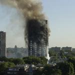 還有76人下落不明!倫敦高樓大火為何這麼慘:火警鈴沒響、外牆建材易燃、住戶被要求「在家等待救援」