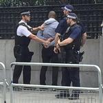 男子英國會外持刀 警發射電擊槍逮捕