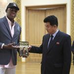 前NBA球星、金正恩「麻吉」羅德曼5訪北韓 伴手禮是川普寫的書