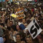 抗議政府只收1300位難民 西班牙民眾走上街頭怒吼