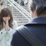 道歉時雙手合十、邊打電話邊鞠躬、大笑時用手遮著…9個行為舉止「超日本人」的!