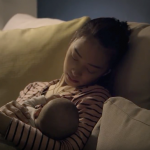 半夜無法入睡、忍受擠奶疼痛... 但「獨自面對深夜」才是母乳媽媽最深的疲憊