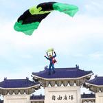 睽違6年「神龍」再現台北天空 全員操演精準著陸