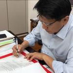 潘孟安批改首份原民語公文 蔡英文:這是原民轉型正義重要的一步