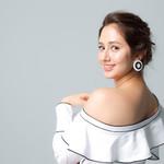 身為聽損兒的她,靠著一口流利英語主持節目介紹台灣之美,成為新一代女神代表
