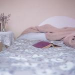 家中長輩睡不好又行動不便,該怎麼幫助他?專家提供這個常常被忽略的好方法